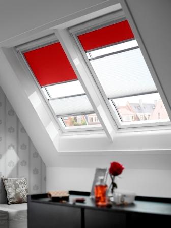Finestre in legno e lucernari omniaserramenti a pisa cascina for Oscuranti per finestre velux