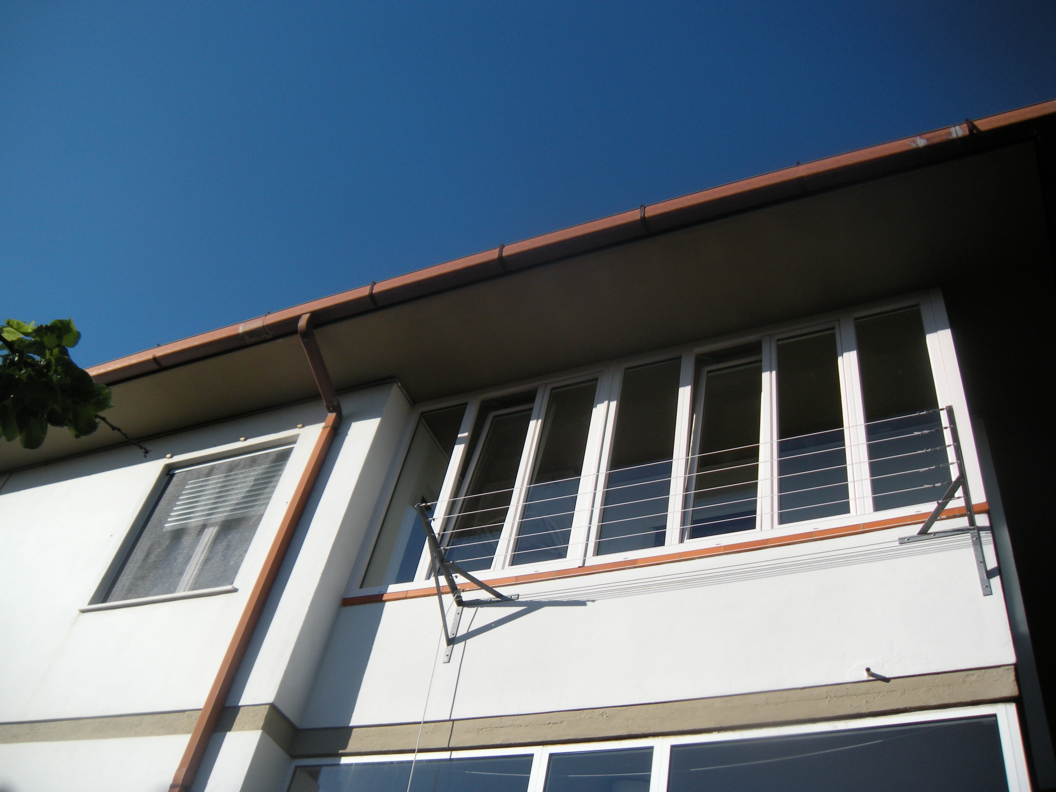 Chiusura balcone con infissi in pvc a pontedera omnia for Infissi balcone